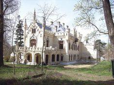 Castelul Sturdza- Miclăuşeni- Judeţul Iaşi Romania, Notre Dame, Barcelona Cathedral, Places To See, Beautiful Places, Europe, Adventure, Mansions, House Styles