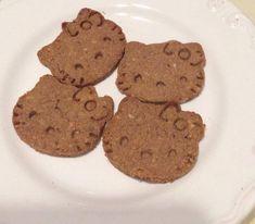 De cand G a inceput sa manance, incerc tot soiul de retete bune pentru bebelusi. Astia sunt primi biscuiti pe care i-am facut. Au avut mare succes. Ingrediente: 10 curmale hidratate,50g migdale, 1...