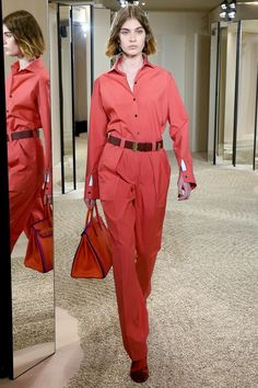 The complete Hermès Resort 2018 fashion show now on Vogue Runway. Moda Fashion, Fashion 2018, Fashion Week, Runway Fashion, Style Couture, Haute Couture Fashion, Hermes, Vogue Paris, Red Dress Outfit Casual