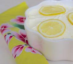 Limoncello Tiramisu (recipe is in Dutch) Lemon Recipes, Sweet Recipes, Cake Recipes, Dessert Recipes, Limoncello, Just Desserts, Delicious Desserts, Tiramisu Recipe, C'est Bon