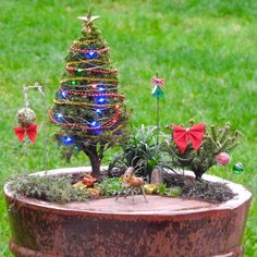 Have a Merry Little Christmas with these DIY Miniature Tree Decorations – Holzarbeiten Mini Christmas Tree Decorations, Christmas Wood Crafts, Christmas Garden, Outdoor Christmas, Rustic Christmas, Christmas Holidays, Miniature Trees, Miniature Christmas Trees, Miniature Gardens