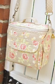 Camera bag: pattern by Sew Serendipity. I just love it!