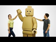 From The Q: Today I show you how to make giant fully functional lego man costume! You need a lot of cardboard and glue sticks! This costume can be used for halloween! Or you can watch and enjoy this video! Lego Man Costumes, Cardboard Costume, Diy Cardboard, Diy Halloween Costumes, Diy Lego Costume, Foam Costumes, Robot Lego, Ramses, Kids Stage