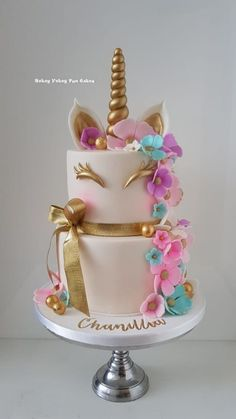 Unicorn cake with flowers Einhornkuchen mit Blumen Cupcakes, Cupcake Cakes, Beautiful Cakes, Amazing Cakes, Kreative Desserts, Unicorn Themed Birthday Party, Unicorn Birthday Cakes, Unicorn Cakes, Basic Cake