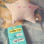 Este libro es el que me estoy leyendo y esta siendo interesante😊❤️ ¿Que libro os estais leyendo ahora? ¿Os gusta? Explicarme un poco y cuando venga de trabajar os leo y contesto!! 😍 Hasta dentro de unas horitas😊😘