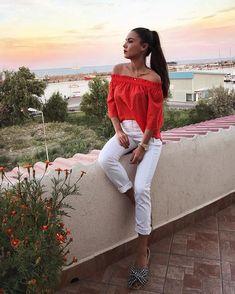 ᴀɴᴅʀᴀ ᴅᴏɪᴄᴇsᴄᴜ (@andradoicescu) • Foto e video di Instagram Video, Off Shoulder Blouse, Chic, Instagram, Women, Fashion, Shabby Chic, Moda, Elegant