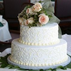 Pastel de bodas con dos plantas.