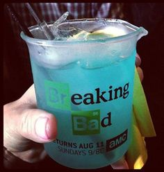 Breaking Bad Blue Cocktail Blue Cocktails, Cocktail Drinks, Fun Drinks, Yummy Drinks, Alcoholic Drinks, Breaking Bad Birthday, Breaking Bad Party, Cheers, How To Eat Better