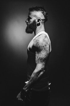 Face shape and hairstyle influence your beard and here is a guide to achieve the perfect look! Have a look at this Beard grooming guide now! Great Beards, Awesome Beards, Bad Beards, Hairy Men, Bearded Men, Sexy Beard, Epic Beard, Full Beard, Old School Tattoos