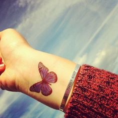 Borboleta azul no Pulso da Tatuagem