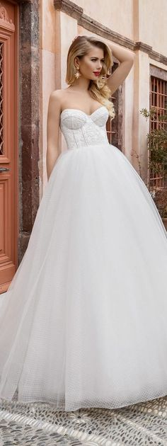 Lanesta Bridal Sweetheart Lace Wedding Dress / http://www.himisspuff.com/sweetheart-wedding-dresses/7/