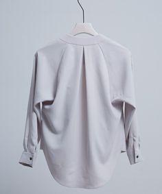0b177a4dfe  ZOZOTOWN|送料無料 UNITED  TOKYO(ユナイテッドトウキョウ)のシャツ ブラウス「マルチウェイカシュクールブラウス」(506304010)を購入できます。