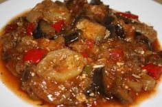 Mancare de vinete cu dovlecei Vegan Recipes, Cooking Recipes, Vegan Food, Romanian Food, Kung Pao Chicken, Vegetable Recipes, Food To Make, Food And Drink, Favorite Recipes
