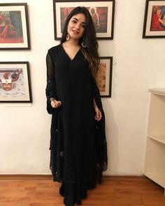 Dangal and Secret Superstar actor, Zaira Wasim shares a long note on social media to tell her fans about quitting Bollywood. And here's the whole reason why. Ethnic Outfits, Indian Outfits, Indian Dresses, Trendy Outfits, Indian Designer Outfits, Designer Dresses, Indian Attire, Indian Wear, Ethnic Fashion