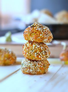 Those carrot sesame balls are a very healthy gluten free appetizer with a crispy sesame crust and cheesy centre.