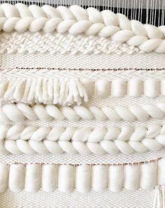 Weaving Wall Hanging, Weaving Art, Loom Weaving, Hand Weaving, Tapestry Loom, Weaving Designs, Felt Embroidery, Easy Sewing Projects, Weaving Techniques