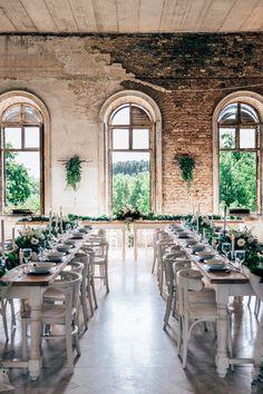 2017 Esküvő Trend Greenery Wedding Color Ideas Helyszín, Venue: Villabogart #green #greenwedding #weddingtrend #pantone #esküvő #wedding #villabogart