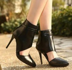 Black High Heel Run way Shoes