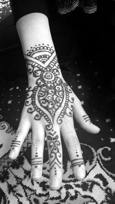 Eid henna  By @helleritsesraa