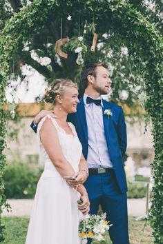 Le marié est en bleu