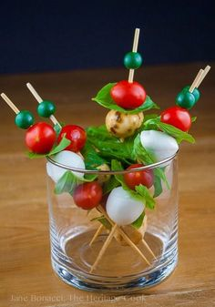 25 Genius Toothpick Appetizers That Will Curb the Munchies Tapas, Healthy Appetizers, Appetizer Recipes, Party Appetizers, Italian Appetizers, Christmas Appetizers, Delicious Appetizers, Cold Appetizers, Potluck Recipes