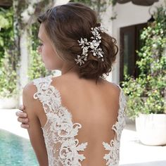 Our Spring 2017 Collection will be featured at @bellabiancabridalcouture during our upcoming Trunk Show, 23-24th !! Book your appointment today for a special styling session with our Fashion Director @giseledelbusto ... Call 312-787-2377