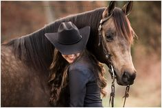 Discover recipes, home ideas, style inspiration and other ideas to try. Horse Senior Pictures, Pictures With Horses, Country Senior Pictures, Horse Photos, Senior Photos, Cowgirl Pictures, Horse Girl Photography, Equine Photography, Texas Photography