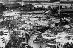 Boston's Great Molasses Flood was one of the city's deadliest and most bizarre disasters. A tank containing million gallons of molasses buckled, sending a tidal wave of the sticky s… Boston North End, In Boston, Visit Boston, Toulouse, Camping In Deutschland, Engineering Disasters, Wild Campen, History Class, History Books