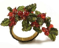 http://thebuzz.dianejameshome.com/wp-content/uploads/2009/12/ks-holiday-spray-napkin-ring.jpg