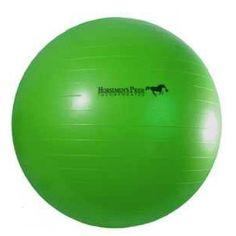 Voorkomt verveling en stimuleert lichaamsbeweging! De Jolly Mega Ball is de ultieme speelbal voor ponies en paarden. Leg de bal bij uw paard in de bak of in de wei, en wacht af. Wordt geleverd met voetpomp en handleiding. De Jolly Mega Ball is geschikt om te worden geduwd en geschopt. Bijten in de bal zal niet gemakkelijk gaan door de grote afmeting en de gladde buitenkant.