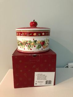 Villeroy og Boch. Jul. cookie jar. Winter Bakery delight | FINN.no Fine Porcelain, Cookie Jars, 1 Piece, Bakery, Decorative Boxes, Cookies, Winter, Crack Crackers, Winter Time