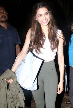 Only Deepika Padukone can look super stylish in the most basic outfits view HQ pics! Basic Outfits, Dress Outfits, Casual Outfits, Fashion Dresses, Classy Outfits, Bollywood Celebrities, Bollywood Fashion, Deepika Padukone Style, Beautiful Bollywood Actress