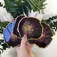 Modern design home agate geode coaster set Diy Resin Art, Epoxy Resin Art, Diy Resin Crafts, Diy Crafts To Sell, Diy Art, Agate Coasters, Diy Coasters, Jouer Au Poker, Craft Projects For Adults