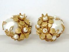 Vintage Earrings Miriam Haskell Style Earrings by GimmeeDatBling Jewelry Design Earrings, Gold Earrings Designs, Gold Jewellery Design, Pearl Jewelry, Gold Jewelry, Pearl Earrings, Clip Earrings, Stylish Jewelry, Cute Jewelry