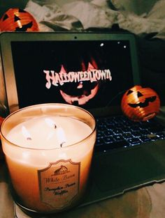 Find images and videos about movie, autumn and fall on We Heart It - the app to get lost in what you love. Halloween Tags, Fall Halloween, Halloween Inspo, Halloween Movies, Halloween Bedroom, Halloween Baskets, Halloween Drawings, Halloween House, Halloween Halloween