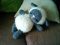 Mouton endormis patron gratuit crochet amigurumi français ( free french sheep pattern)