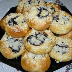 czech recipes Recipe Moravsk kolky by CookingStarTM, learn to make this recipe easily in your kitchen machine and discover other Thermomix recipes in Dezerty a sladkosti. Kitchen Machine, Czech Recipes, 20 Min, Bagel, Sweet Recipes, Muffin, Bread, Baking, Breakfast