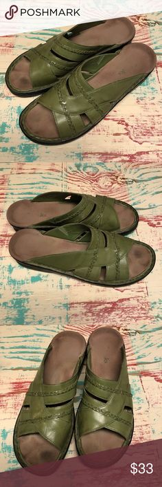 Ladies Clarks Green Leather Sandals size 9 Ladies Clarks Green Leather Sandals size 9 Lighter green Minimally worn, ready to enjoy Ready to enjoy this upcoming spring and summer season.  Check out my closet for other Born and Clark shoes to bundle Clarks Shoes Sandals