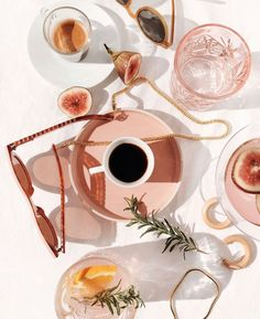 Cosmetics Delux - My mag: Favourite Flatlay of the day Feeds Instagram, Photo Instagram, Summer Aesthetic, Pink Aesthetic, Aesthetic Coffee, Beach Aesthetic, Photo Wall Collage, Picture Wall, Flat Lay Photography