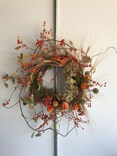 Rosegolden autumn wreath of bittersweet and dried flowers. Dekorieren Rosegolden autumn wreath of bittersweet and dried flowers. Autumn Wreaths, Holiday Wreaths, Christmas Decorations, Holiday Decor, Wreath Fall, Spring Wreaths, Dried Flower Wreaths, Dried Flowers, Ribbon Wreaths