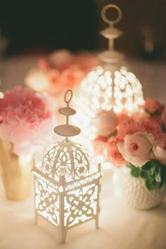 Pretty White lanterns with pink flowers White Lanterns, Candle Lanterns, Ramadan Dp, Ramadan Lantern, Parker Palm Springs, Ramadan Decorations, Deco Table, Fairy Lights, Holiday Decor