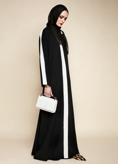 Carolina Herrera Launches Her First Abaya Collection Abaya Fashion, Muslim Fashion, Modest Fashion, Fashion Dresses, Muslim Dress, Hijab Dress, Hijab Outfit, Hijab Chic, Abaya Style