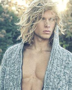 Mens Medium Length Hairstyles, Boys Long Hairstyles, Haircuts For Men, Surfer Boys, Blonde Guys, Blond Men, Blonde Hair, Hommes Sexy, Attractive Men