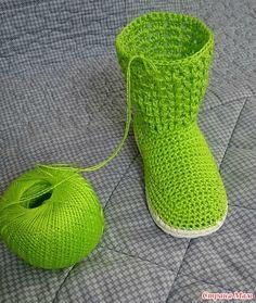 Crochet Boots Pattern, Crochet Slipper Boots, Knitted Slippers, Crochet Shoes, Crochet Patterns, Creative Shoes, Crochet Ripple, Ribbon Yarn, Cute Boots
