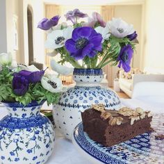 Leftovers from a sweet little surprise party for my mom's birthday at our place. Enjoying a quiet afternoon and lots of sunshine. A perfect day! #flowers #cake #brownies #party #happysunday