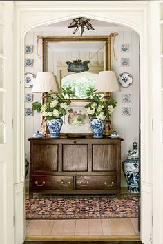 The Foyer - Norman Askins' Mountain Cottage - Southern Living Love this sideboard Foyer Decorating, Interior Decorating, Interior Design, Interior Plants, Southern Living, Southern Style, Mountain Cottage, White Decor, Blue And White