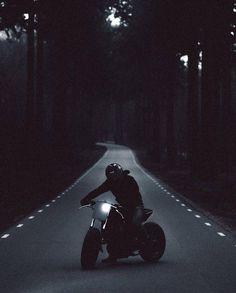 Motorcycle Page – Alara R Turner Moto Bike, Motorcycle Bike, Pulsar Motos, Yzf R125, Motorbike Photos, Bike Photoshoot, Motorcycle Wallpaper, Motorcycle Photography, Sombre