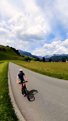 Entlang saftiger Felder und umgeben von einem wunderschönen Bergpanorama bringt euch diese E-Bike-Runde von Leogang bis zum Zellersee und wieder zurück. Felder, Berg, Country Roads, Circuit, Nice Asses