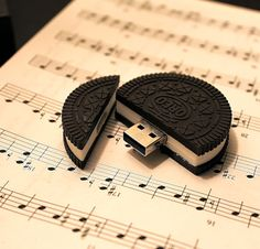 Oreo USB cookie say what might make you a lol hungry tho ! More at http://atechpoint.com/ #tech #atechpoint