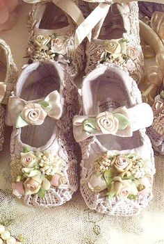 Victorian Romance Lace Baby Shoes-400 x 595 | 108KB | www.victoriarosecottage.com